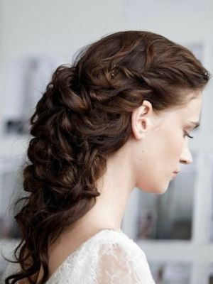 This hairstyle is so romantic to me. Great idea for a wedding day :) curly-vintage-hair-style-for-prom-long-hair
