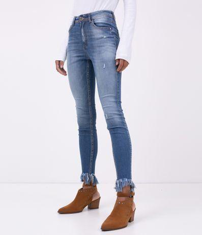 a1ecc82eb Calca Jeans Skinny com Barra Desfiada - Lojas Renner #calçajeans #bota  #calçaskinny #
