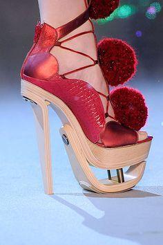 Drewniane Platformy Z Czerwonymi Pomponami Funny Shoes Funky Shoes Fantastic Shoes