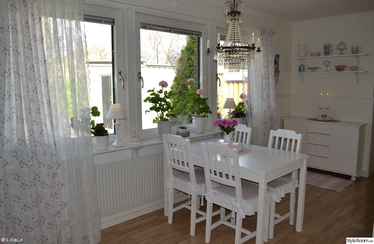 Gardiner gardiner till kök : takkrona,bord,stolar,gardiner,spetsgardiner,blommor,mÃ¥rbacka ...