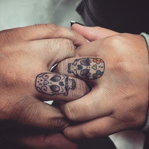 35 photos de tatouage de t te de mort mexicaine 1. Black Bedroom Furniture Sets. Home Design Ideas