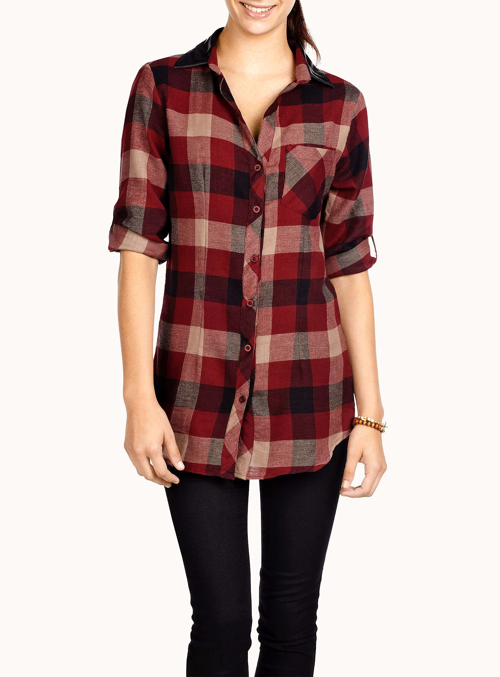 La chemise carreau flanelle col aspect cuir   Simons   Tops ... 01457122b24e