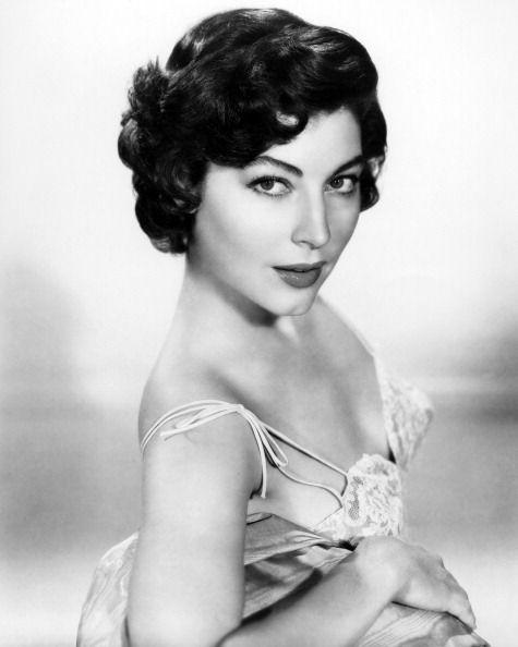 American Actress Ava Gardner Circa 1945 Short Hair Styles 1940s Hairstyles Hair Styles
