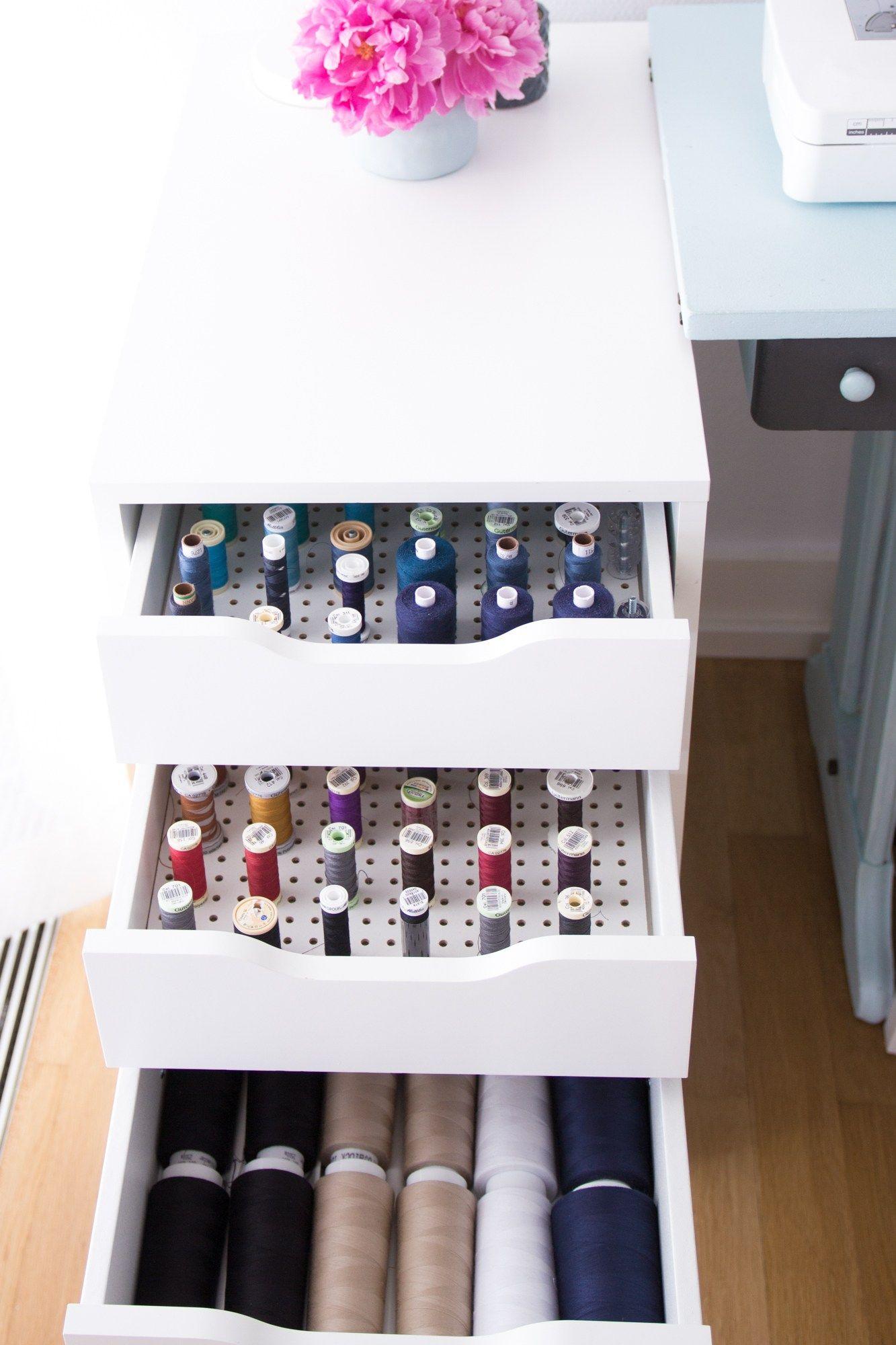 ordnung im n hzimmer aufbewahrung von schnittmustern und garn hobby n hen stricken. Black Bedroom Furniture Sets. Home Design Ideas