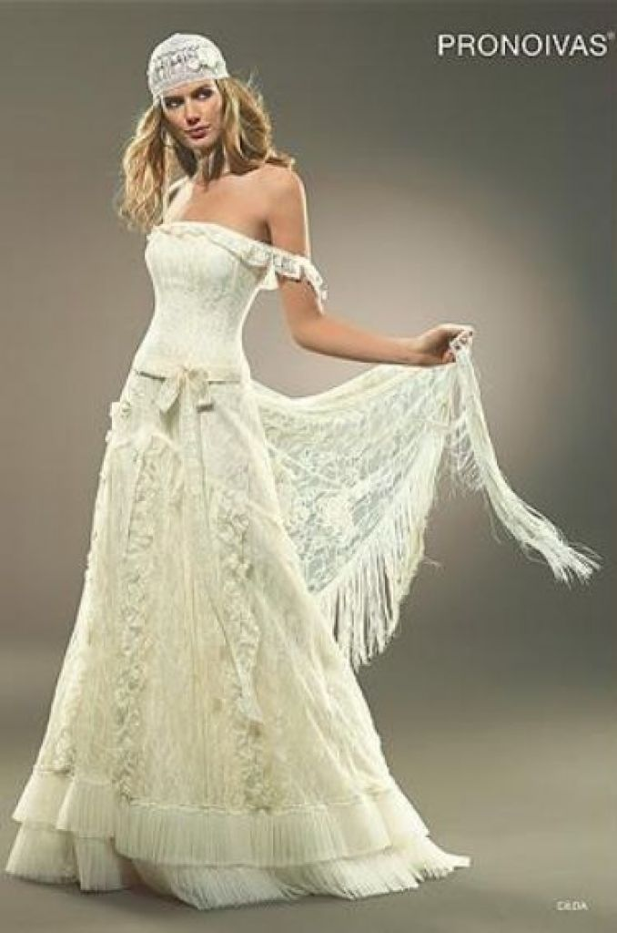 pirate wedding dress | reminds me of a gypsy or pirate wedding =D