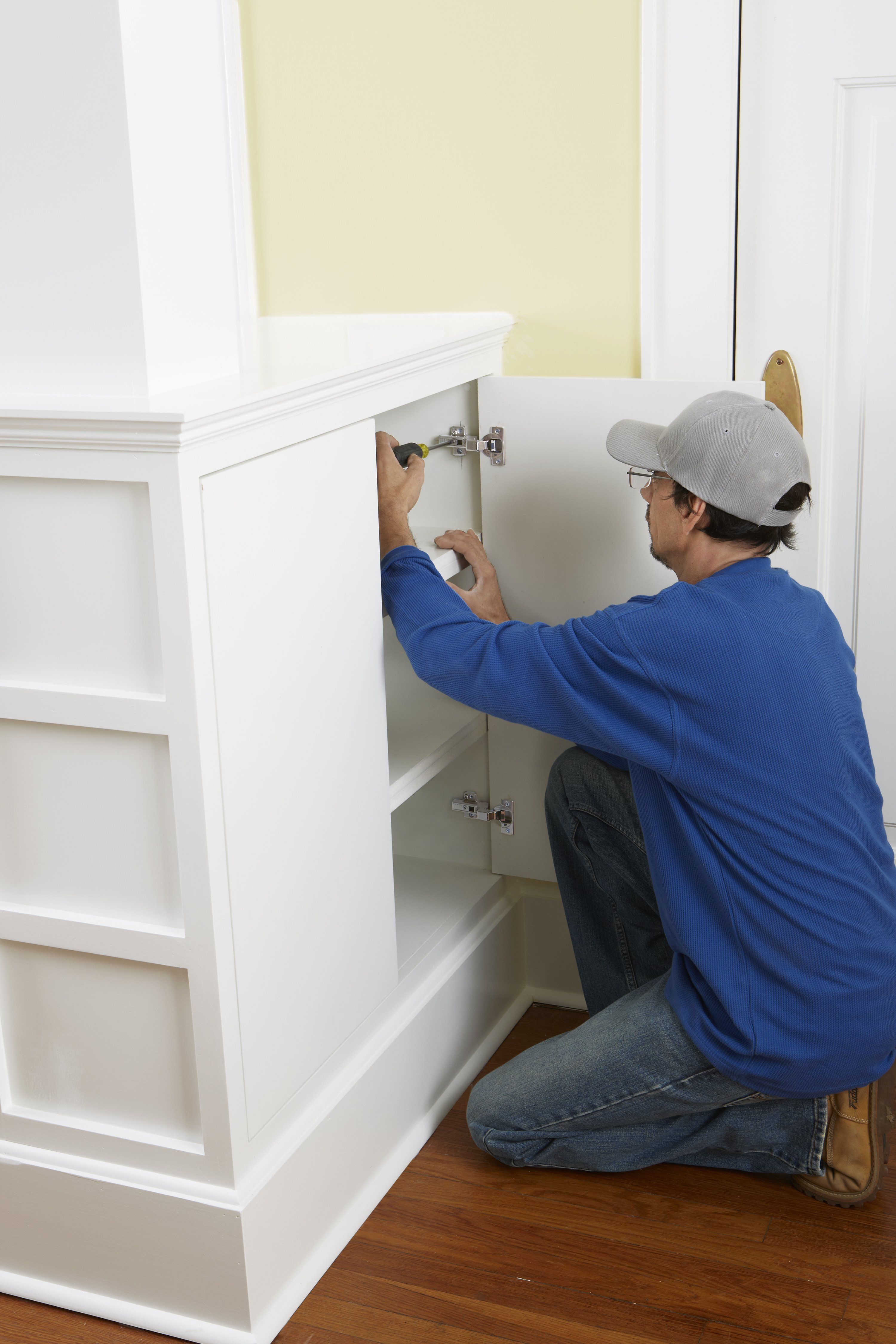 How to Install Concealed Euro-Style Cabinet Hinges   European hinges ...