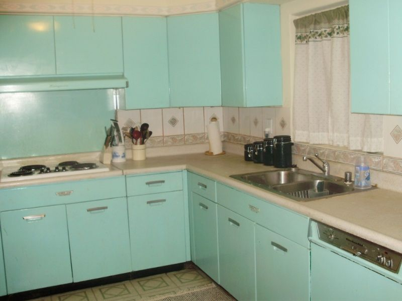 "Vintage Kitchen Sink Cabinet i know the site is ""ugly house photos"", but the writer actually"
