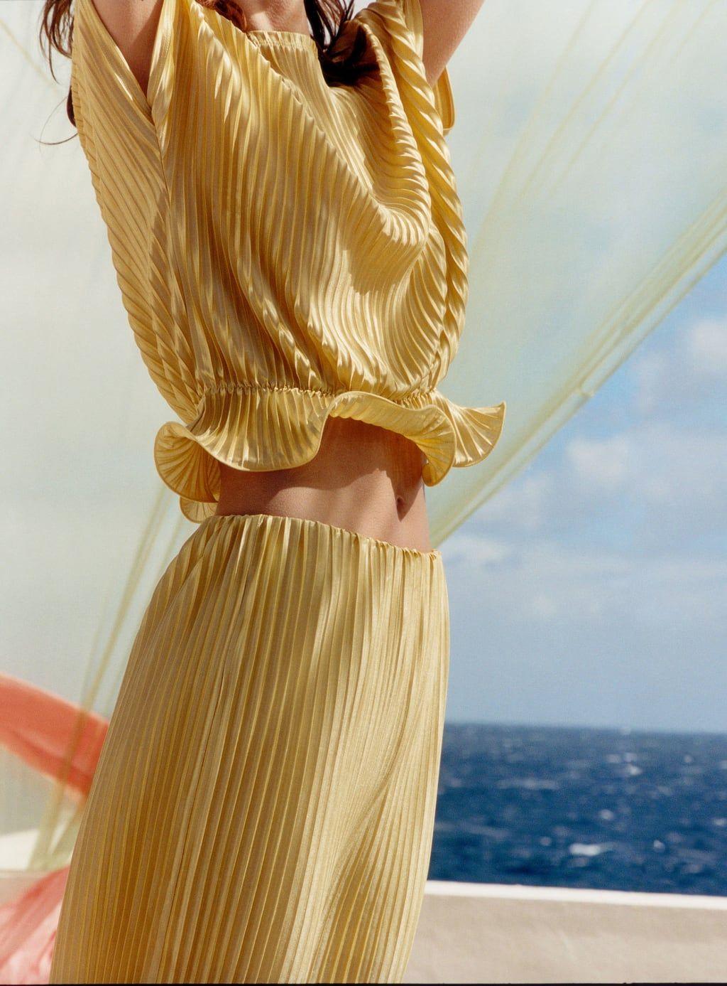bild 1 von von zara | pleats fashion, fashion, minimalist