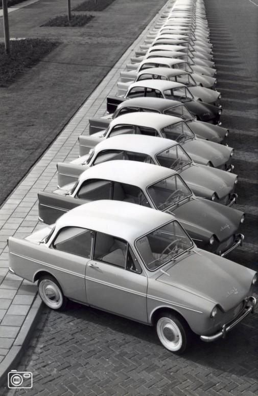 Http 1950 1959 Jouwweb Nl Upload Een Hele Rij Dafjes Antieke Auto S Oude Auto S Klassieke Auto S