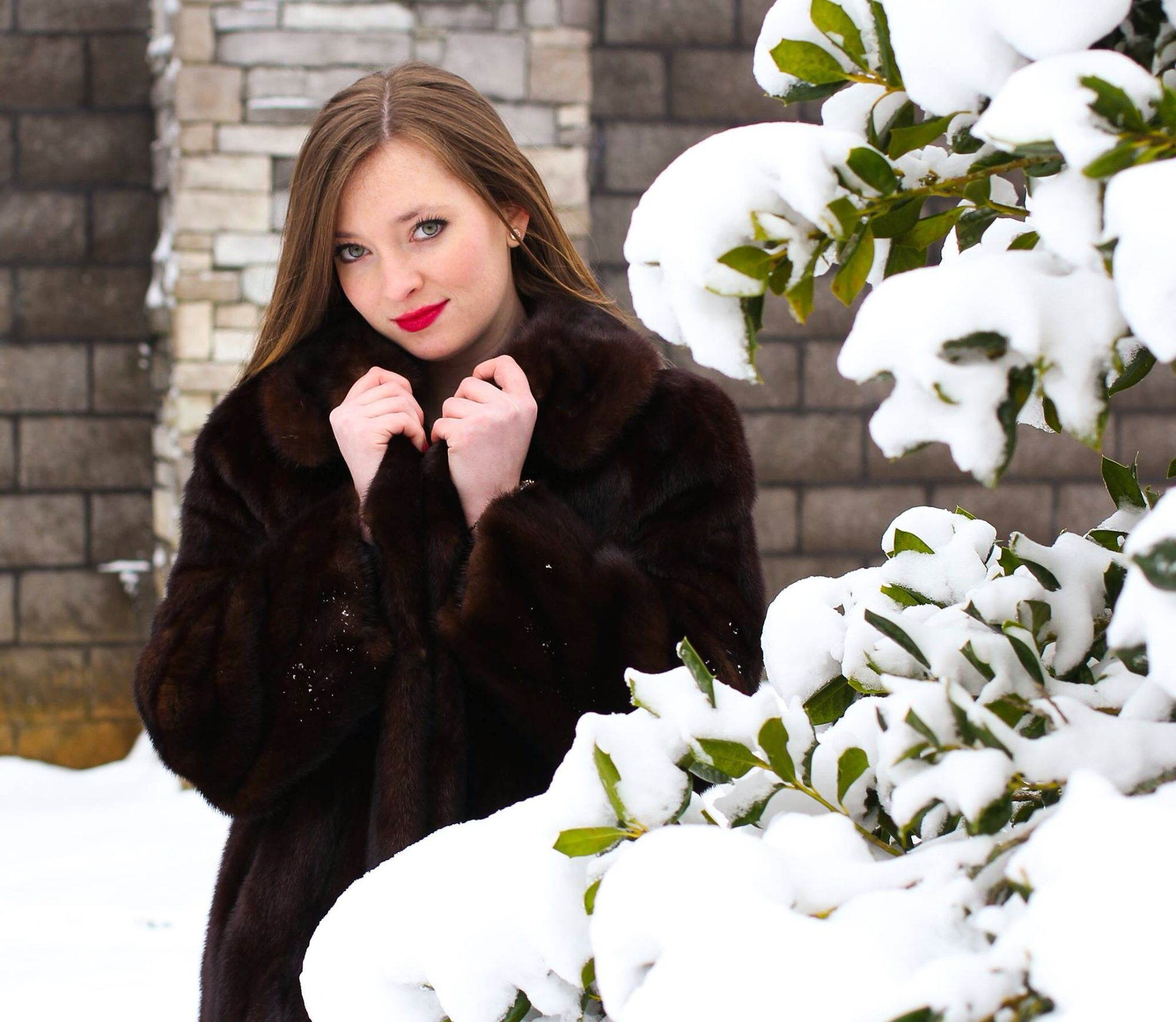 Red lips mink coat model snow