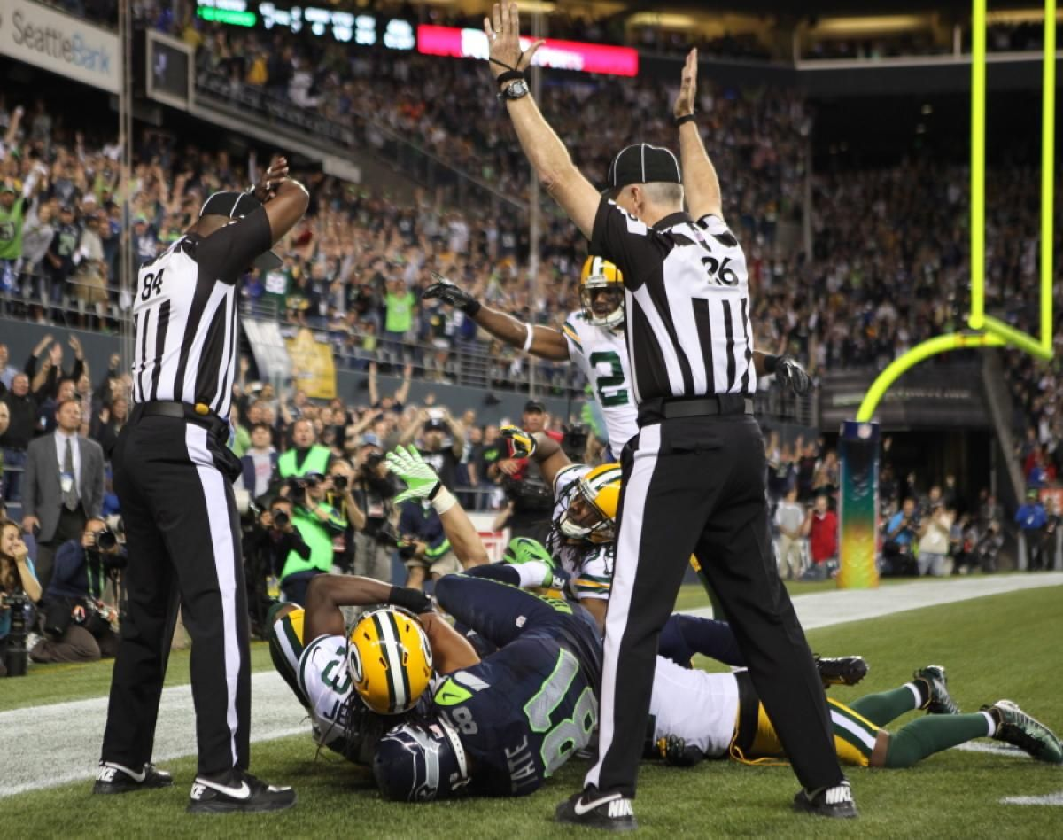 Green Bay Packers Lose After Controversial Ref Call Photos Most Ridiculous News Events Of 2012 Packers Seahawks Nfl Seahawks Game