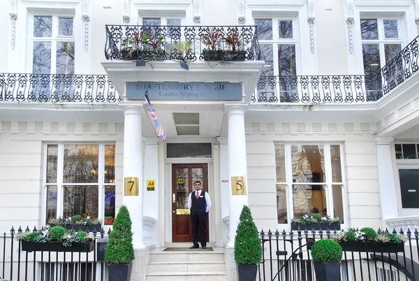 Image from http://www.londonclubrooms.com/images/Shaftesbury-Premier-Notting-Hill-Hyde-Park_0258_web.jpg.