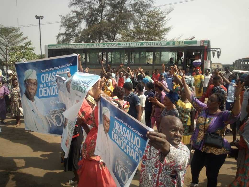 Protesters Storm Lagos Streets Accuse Obasanjo Of Causing Chaos In Nigeria Nigeria Lagos Storm