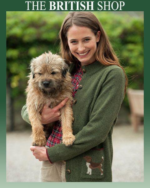 Very Irish ist diese Woche unser Lieblingsprodukt: der lodengrüne Cardigan im beliebten Country Style, hergestellt von der irischen Strickmanufaktur Tulchan. Besonders schön ist das liebevolle 'Beagle'-Motiv auf linken Tasche. http://www.the-british-shop.de/Country-Cardigan-Beagle-von-Tulchan-aus-Irland.htm?websale8=the-british-shop&pi=12-0919&ci=000027&ref=socialmedia/pinterest/12-0919