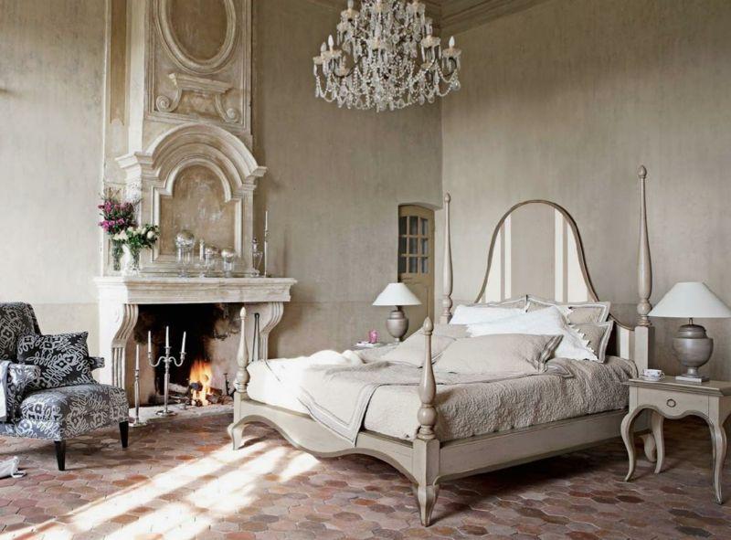 schlafzimmer ideen rustikal shabby kamin kronleuchter weiss bett sessel