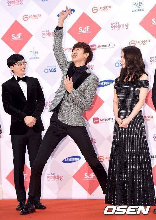 Lee Kwang Soo poses at 2015 SBS Entertainment Awards
