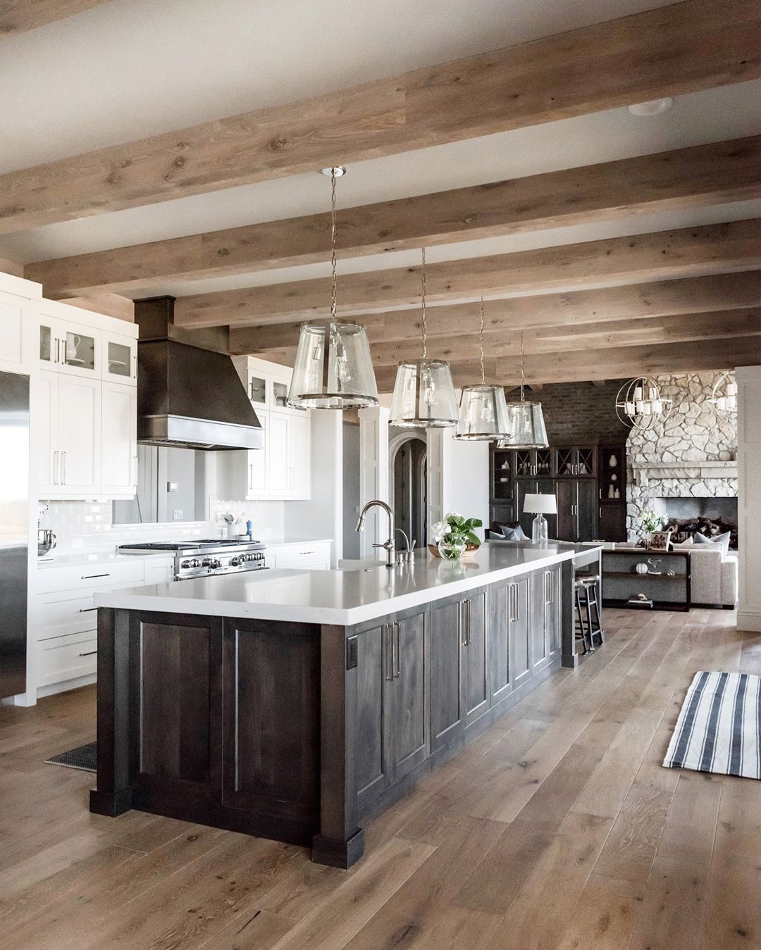 Love Dark Island Dark Range Light Floors White Or Great Wall Cabinets White Or Grey Counters Home Home Decor House Design