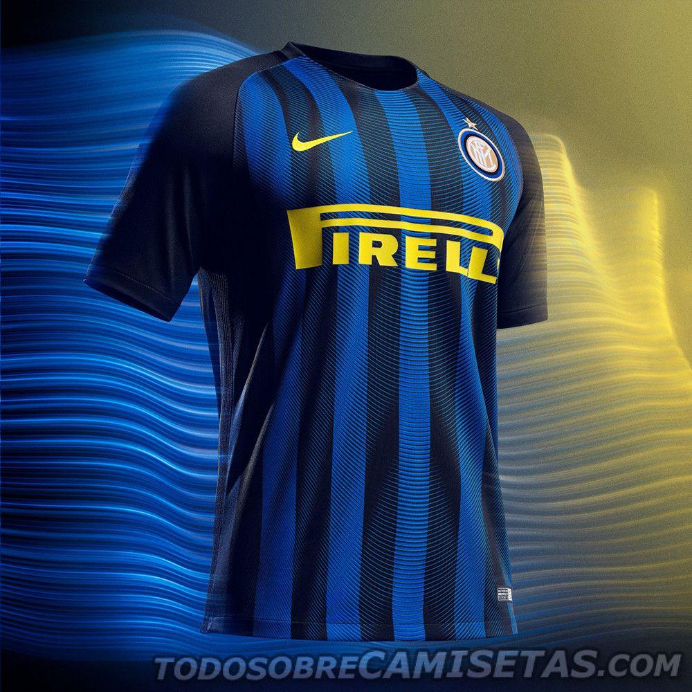 326f41a004f6c En Italia hablan y hablan de estas casacas. La marca deportiva que viste al  Inter y a la Roma presentó las nuevas camisetas de ambos equipos ROMA INTER