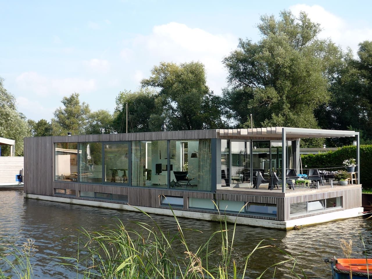 Modern houseboat near amsterdam casas en alquiler en vreeland utrecht pa ses bajos casas - Alquiler casa amsterdam ...