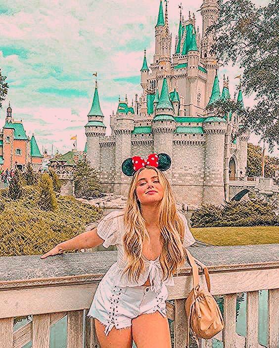Photo of 8 Disneyland Lightroom presets mobile lightroom presets Blogger Insta