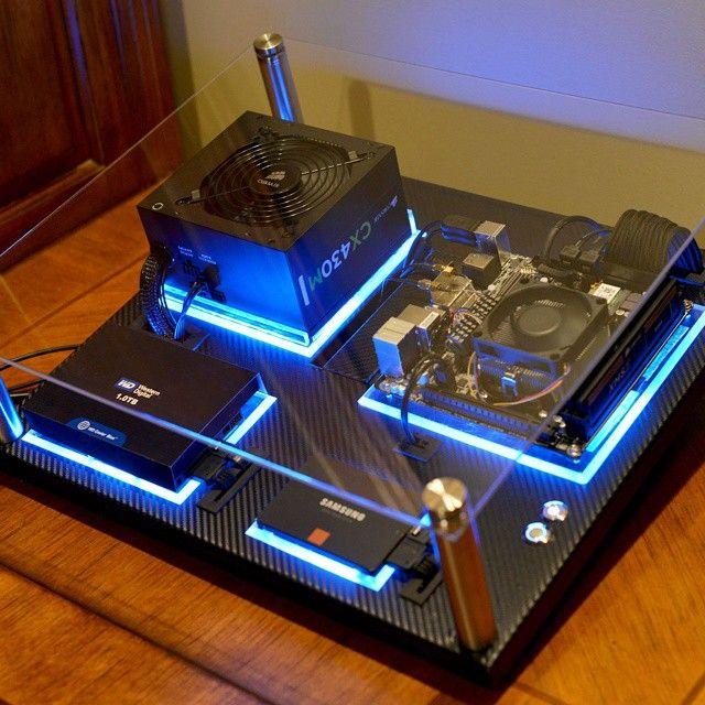 pingl par s bastien talvard sur bureau domicile pinterest ordinateurs ordi et technologie. Black Bedroom Furniture Sets. Home Design Ideas