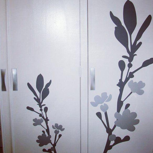 Flores en gris y plata para armario retovinilo for Vinilos armarios dormitorio