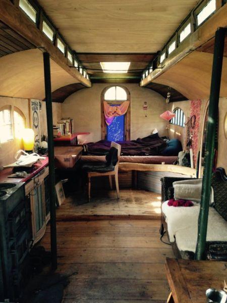 Mein Guter Alter Wagen Sucht Einen Neuen Bewohner Ich Mochte Hier Garnicht Soviel Schreiben Und Zirkuswa Cheap Tiny House Small Tiny House Tiny House Cabin