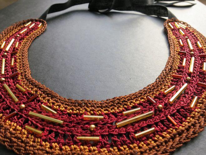 Collana fatta a mano decorata con le perline
