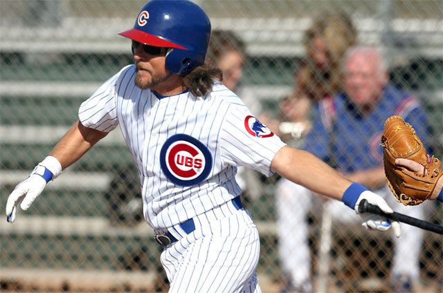 Eddie Vedder Attended The Chicago Cubs 2011 Baseball Fantasy Camp Eddie Vedder Eddie Vedder Cubs Eddie