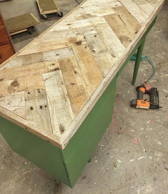 Diy Herringbone Pattern Wood Top Diy Wood Desk Diy Desktop