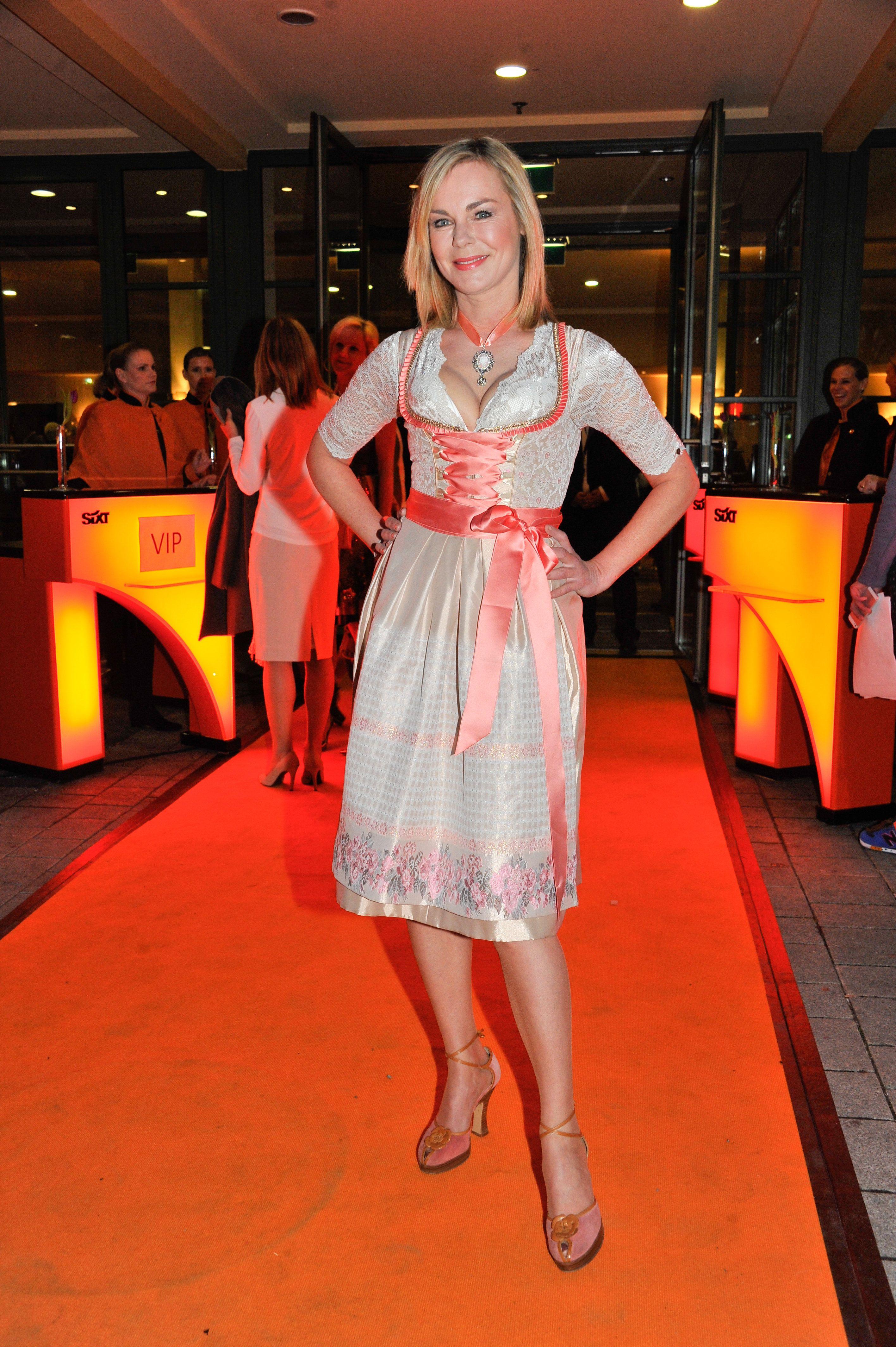 Schauspielerin Saskia Valencia In Alpenherz Dirndl -2743