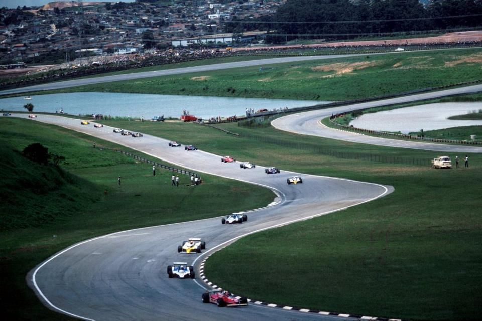 This Weekend Gp do Brasil.  1980. IX Grande Premio do Brasil. The fantasti Old Interlagos. First lap of the Grand Prix.  Villeneuve leads, followed by:,Pironi, Jabouille, Laffite, Arnoux, De Angelis, Jones,Schekter......  Arnoux won!