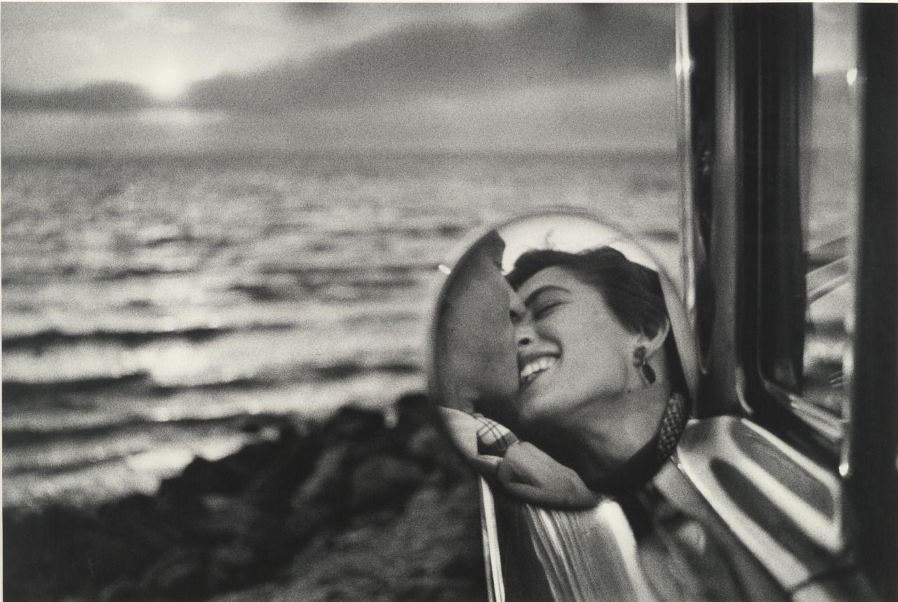 Elliott Erwitt, California Kiss, 1955