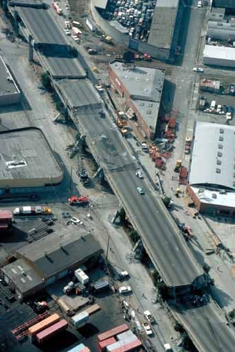 1989 san francisco earthquake freeway collapsed onto lower level and never rebuilt
