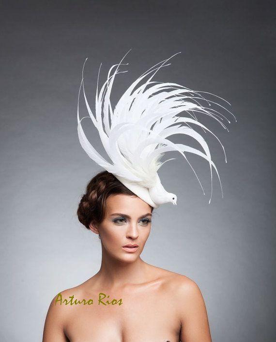 De Fascinator de pájaro blanco de piel tocado de por ArturoRios  0614eac8b9e