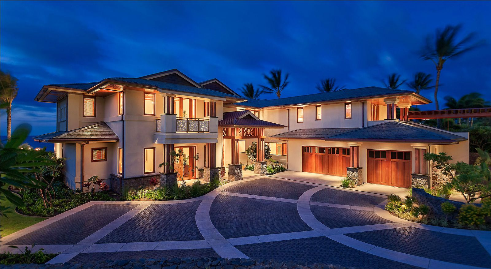 Pictures of houses on the beach - This Luxurious Resort Style Beach House Is Located In Maui Hawaii Showcasing Open And Spacious Interiors That Connects Beautifully To The Outdoors