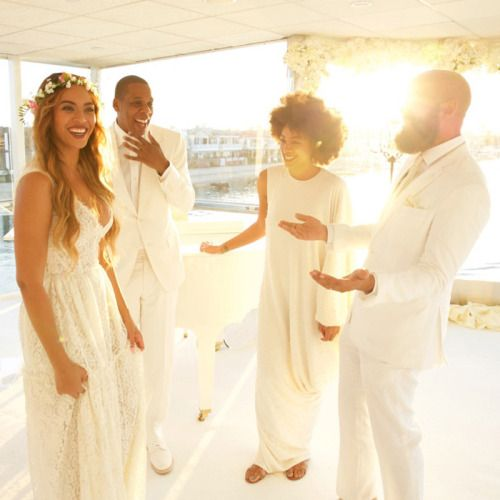 Love Me Beyonce Www Beyonce Com All White Wedding Celebrity Weddings White Wedding