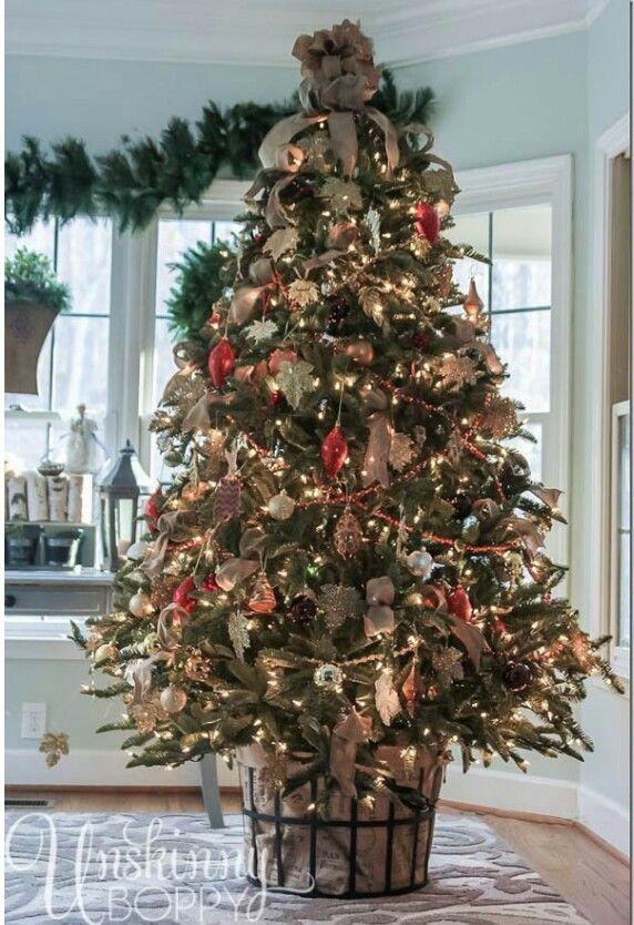 Pin By Sandra Anderson On Christmas Winter 2015 Beautiful Christmas Trees Christmas Baskets Diy Christmas Tree