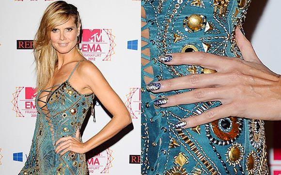 Outra celeb que combinou a cor do esmalte com a do vestido foi a apresentadora da premiação, a top Heidi Klum!