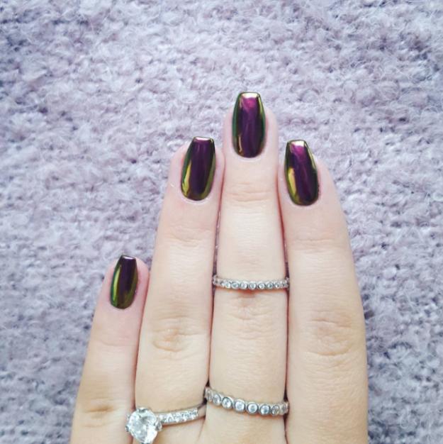 Esas uñas cromadas que tanto nos enamoraron hace unos años, volverán ...