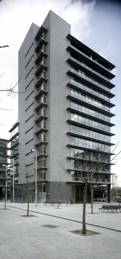 Revestimiento de fachadas de sistema masa para edificio de for Fachadas modernas para oficinas