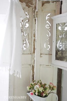❤the paneled room divider with acanthus cut-outs...must make something like this.