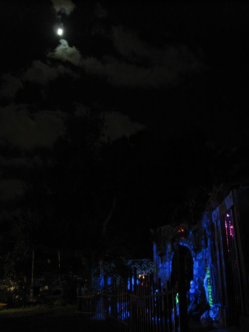 The Mitchells 2006 Halloween - Full moon over the cemetery