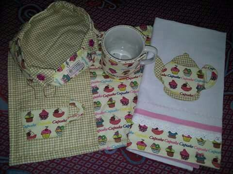 Kit para chá e pano de prato.