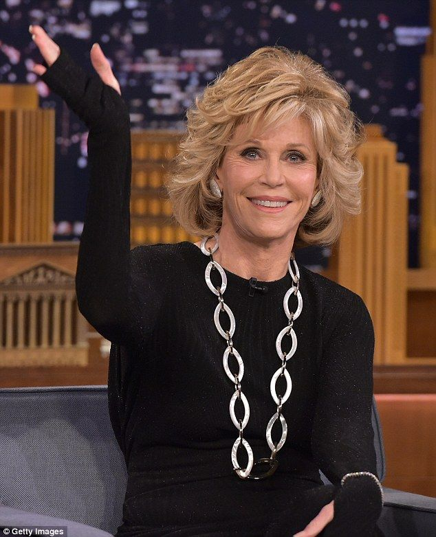 jane fonda 77 looks years younger as she chats with. Black Bedroom Furniture Sets. Home Design Ideas