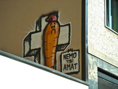 Milano, via Canonica. Nemo tibi amat.
