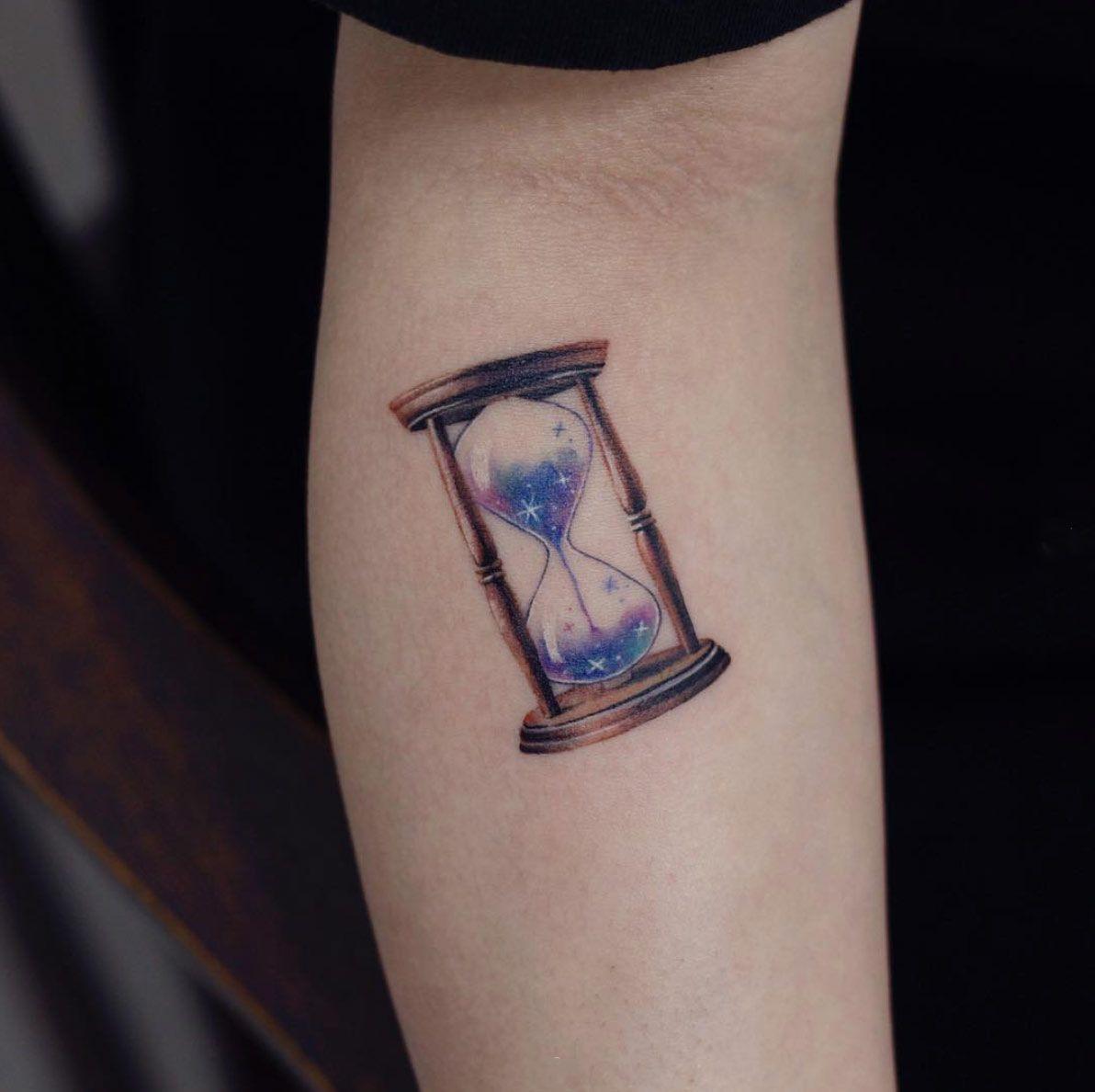 An Hourglass By Saegeem Geometric Tattoo Tattoos Geometric Shape Tattoo