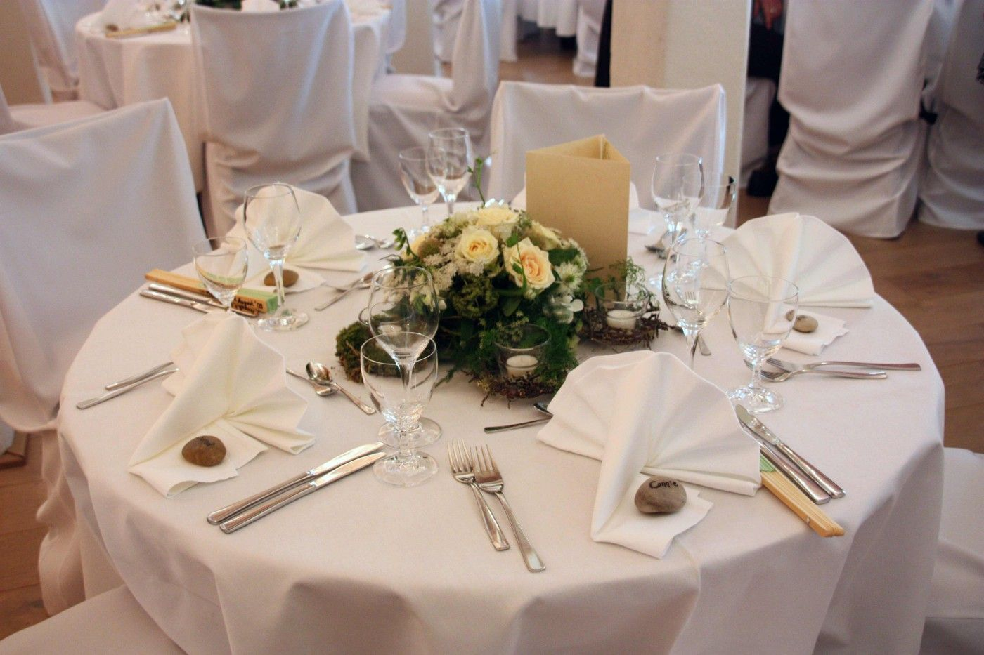 Blumendeko runder Tisch  Bildergalerie  Hochzeit Katja