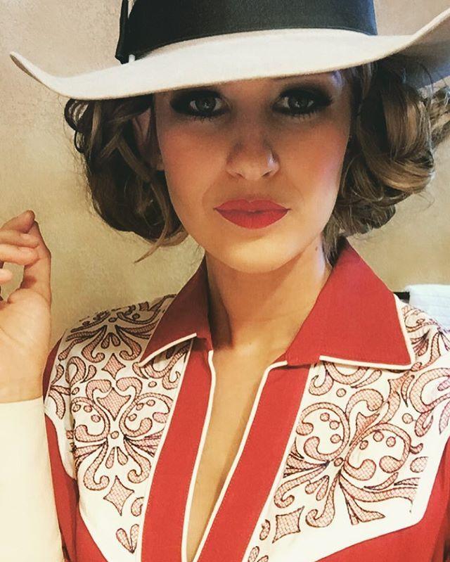 Today was fun #erarodeogirls #vintagepinup #rodeogirls @fashion_posse @warbonnet_hat_works