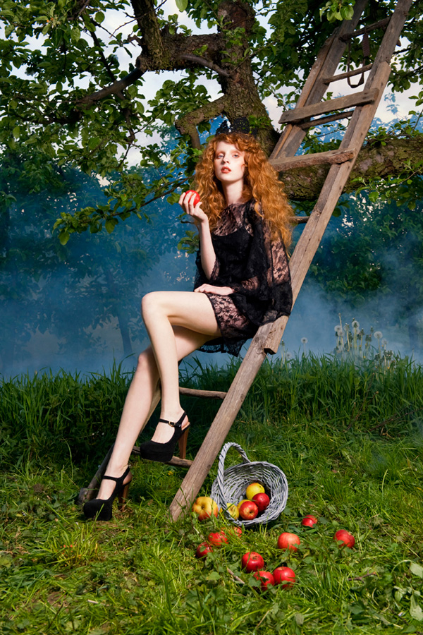 "What a beautiful story tells us the talented fashion photographer Aneta Kowalczyk and the stylist Iwona Gzik! ""Fairly Dreams"" is a special photo session for ""Viva"" magazine which includes some lovely lace dresses and the impressive red hair of the model Agnieszka. Absolutely amazing work!"